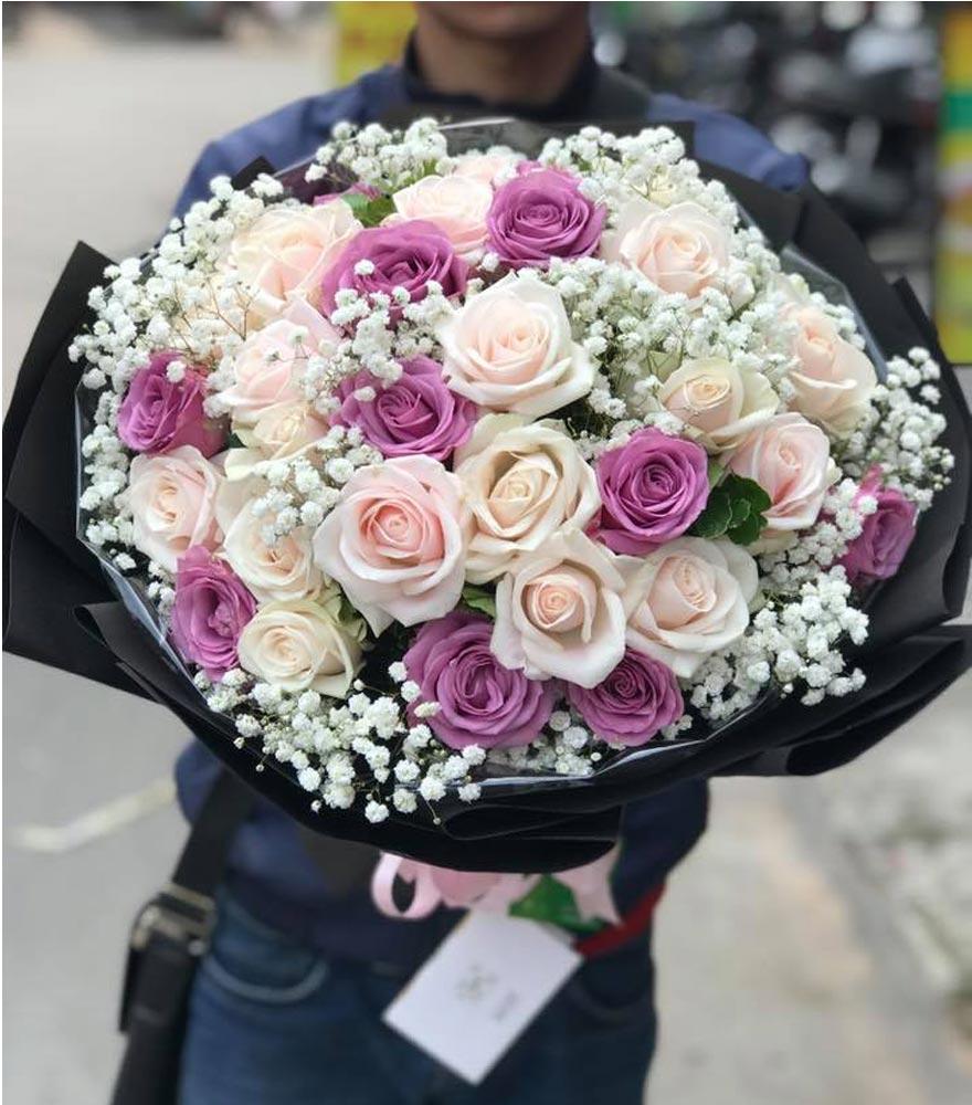 nhân viên cắm hoa chuyên nghiệp tại phường thảo điền quận 2