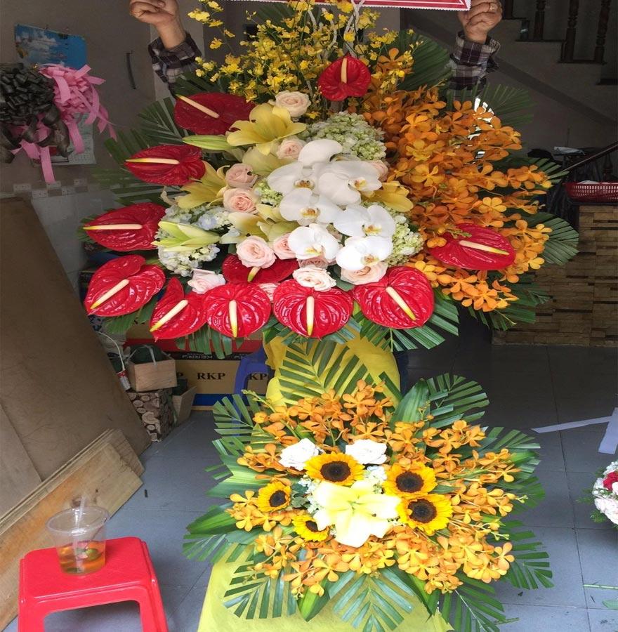 nhiều mẫu hoa tươi đẹp được thiết kế tại shop hoa hoàng diệu