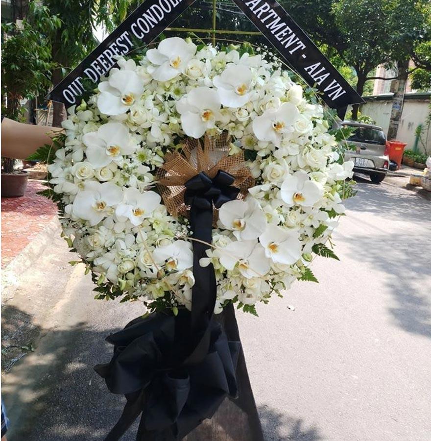 vòng hoa đám tang đẹp tại shop hoa tươi nguyễn trãi