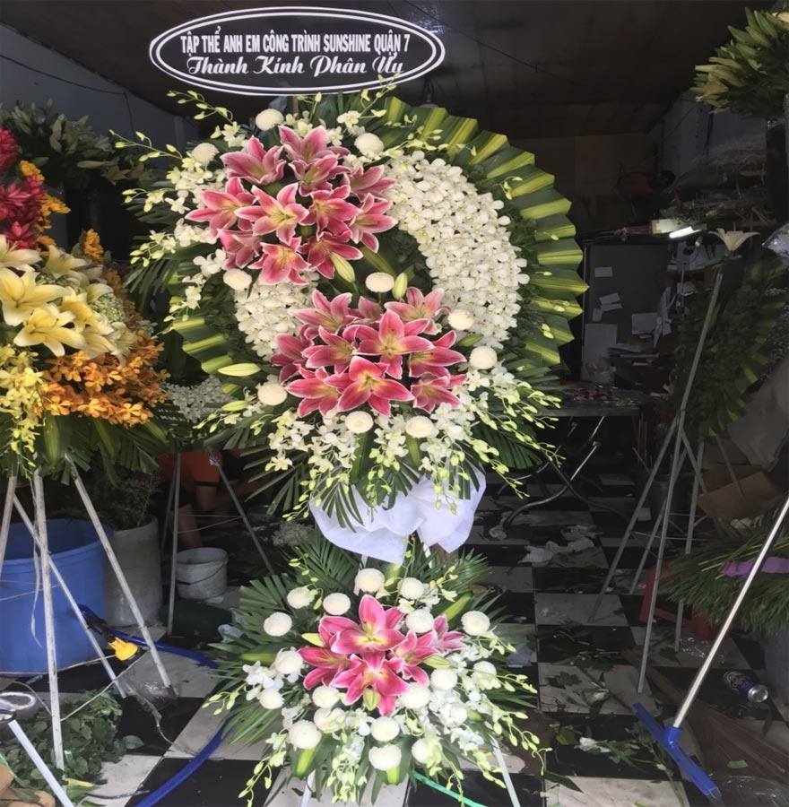 vòng hoa tang lễ đẹp tại shop hoa tươi hoàng diệu