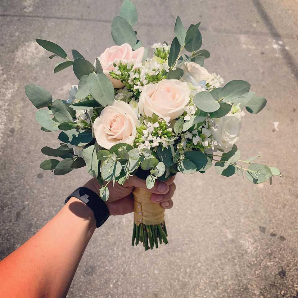 giá hoa cầm tay cô dâu 9