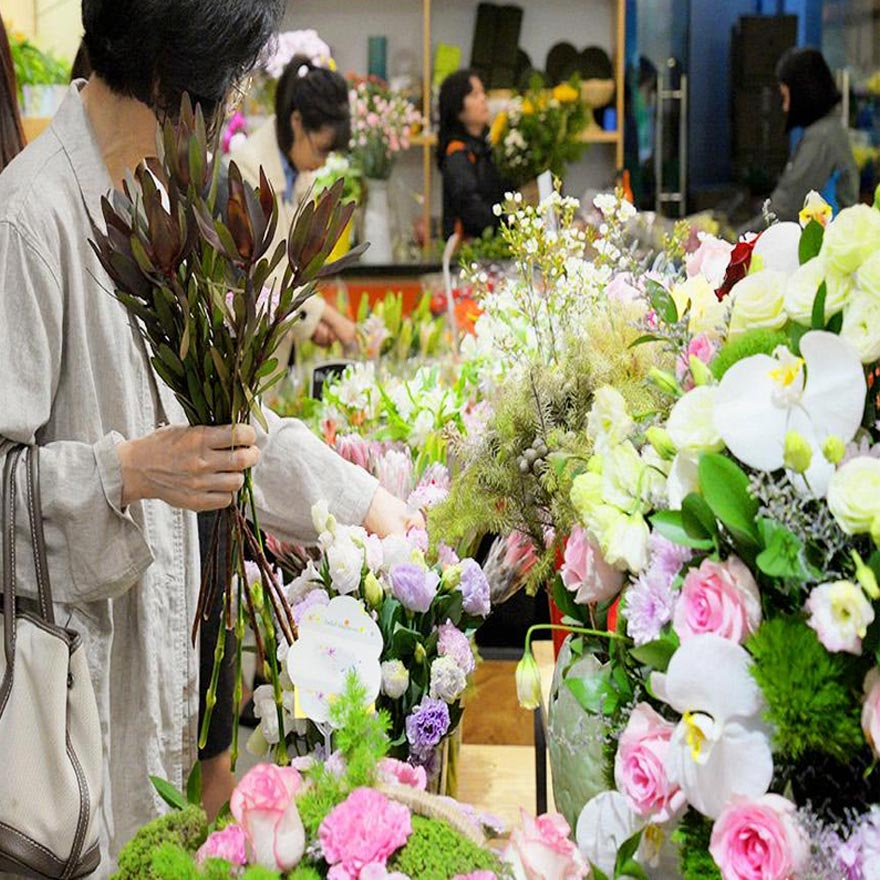 nghệ nhân cắm hoa tại quận 6 tphcm
