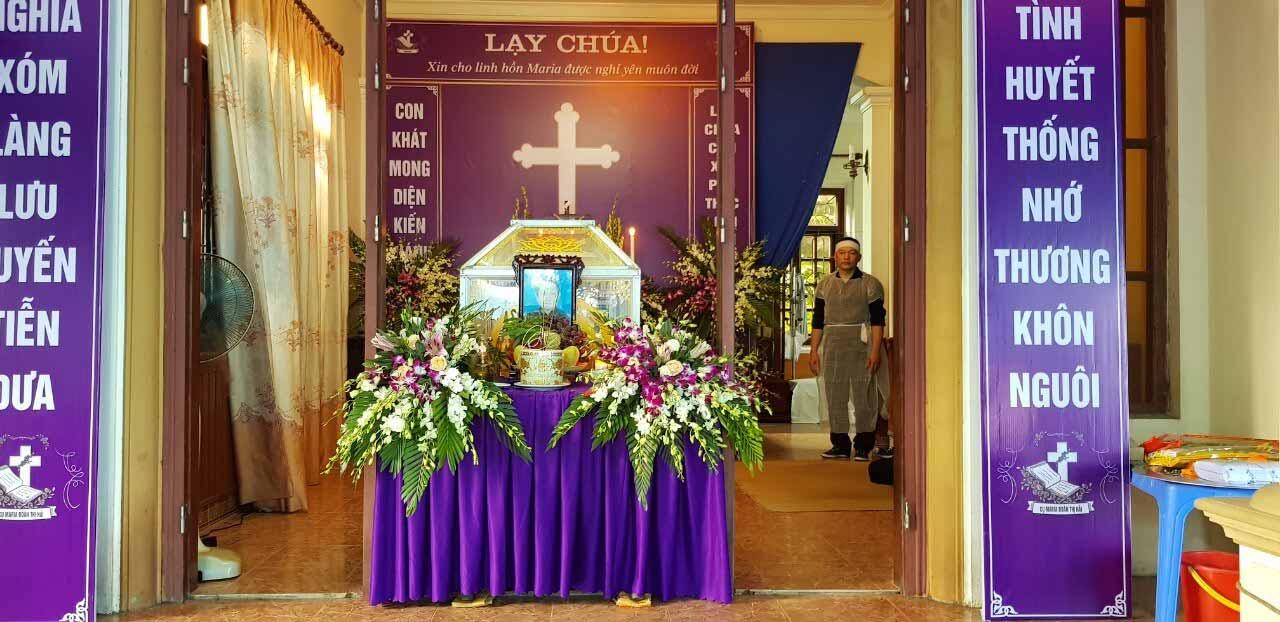 Ý nghĩa màu trắng của từng loài hoa trong đám tang công giáo
