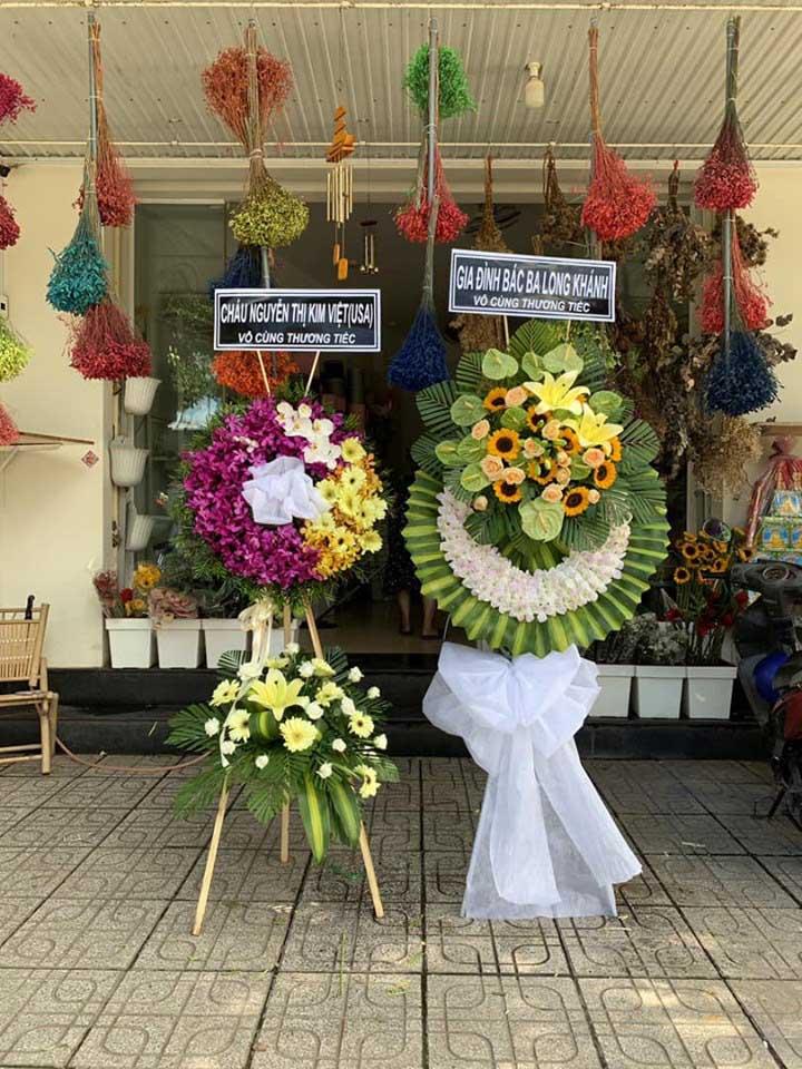 Giá vòng hoa đám tang