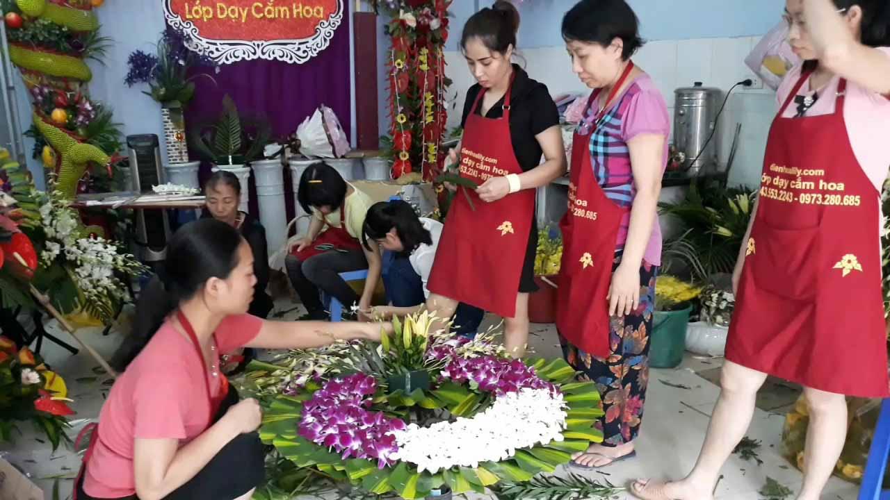 Hướng dẫn cắm vòng hoa đám tang