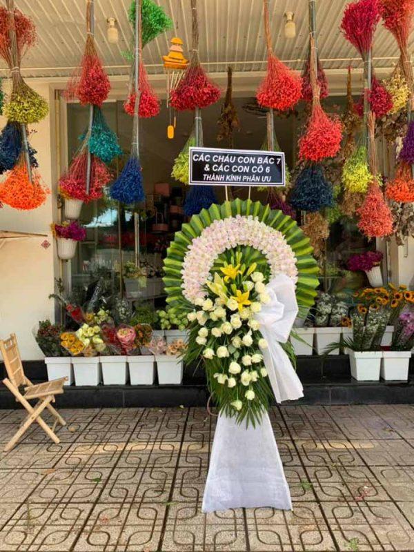 Những loài hoa được dùng làm vòng hoa đám tang