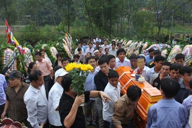Đi đám tang nên mua gì ?