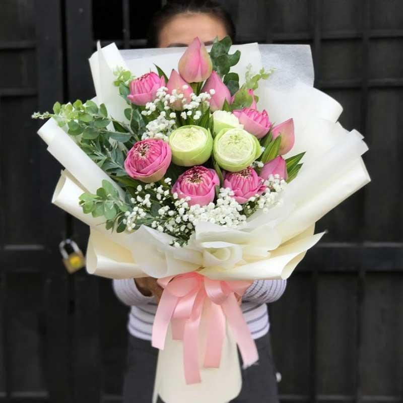Bó hoa sen tặng mẹ
