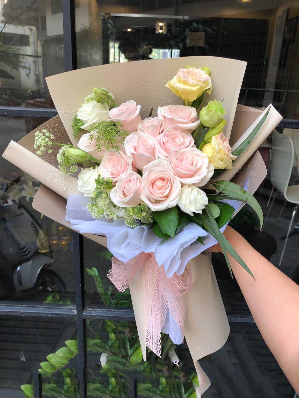 Bó hoa tặng cô giáo vào ngày 8-3