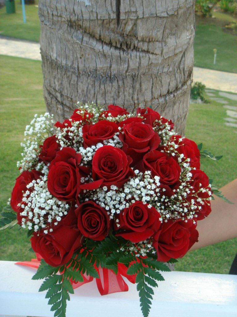 Hoa cầm tay cô dâu bằng hoa hồng