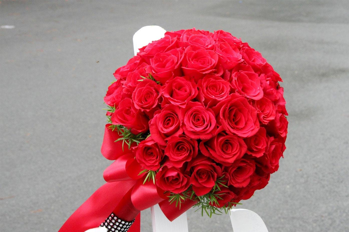 hoa cầm tay cô dâu dạng tròn
