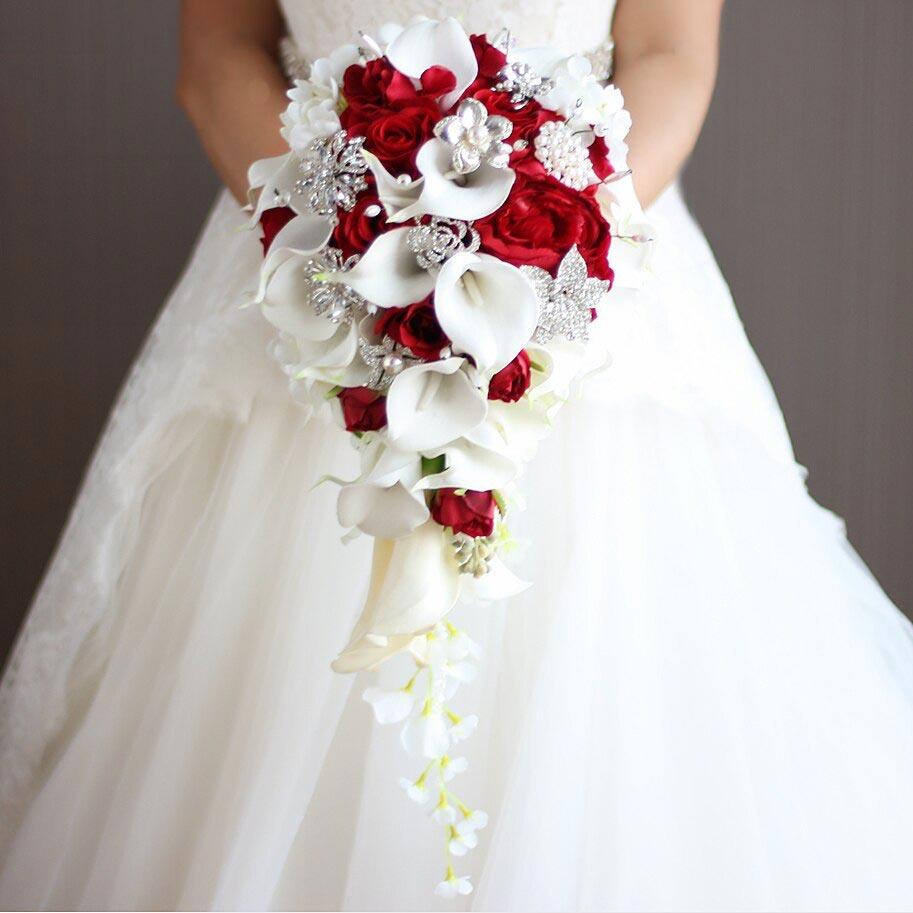Hoa cầm tay cô dâu thác nước
