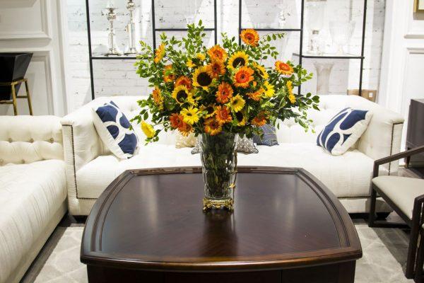 Hoa tươi trang trí phòng khách